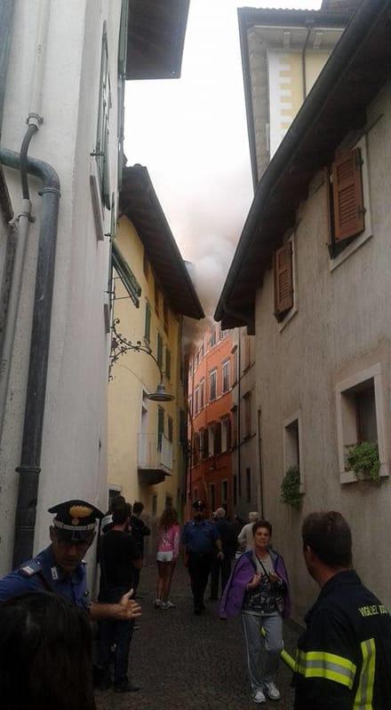 Incendio ad arco a fuoco una casa storica trentino il for Cabina del tetto ad arco